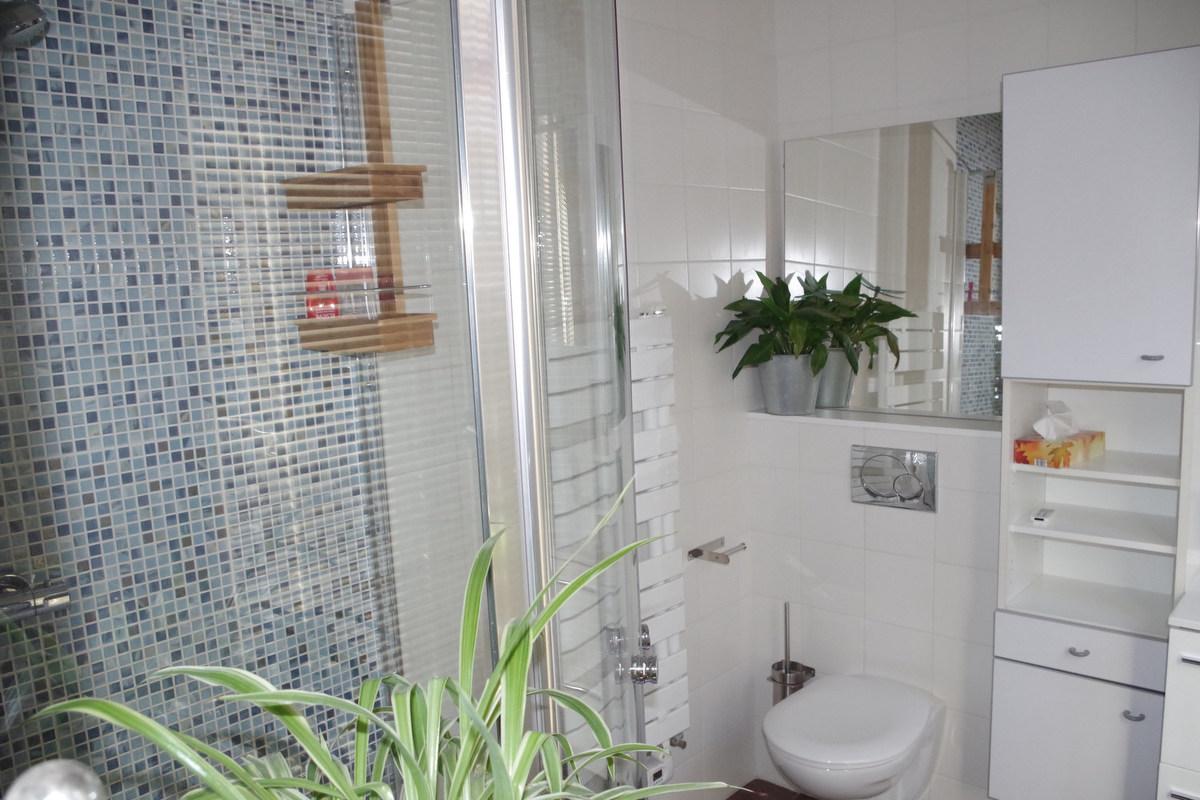 Salle de bains attenante villa bleu paris for Salle de bain attenante